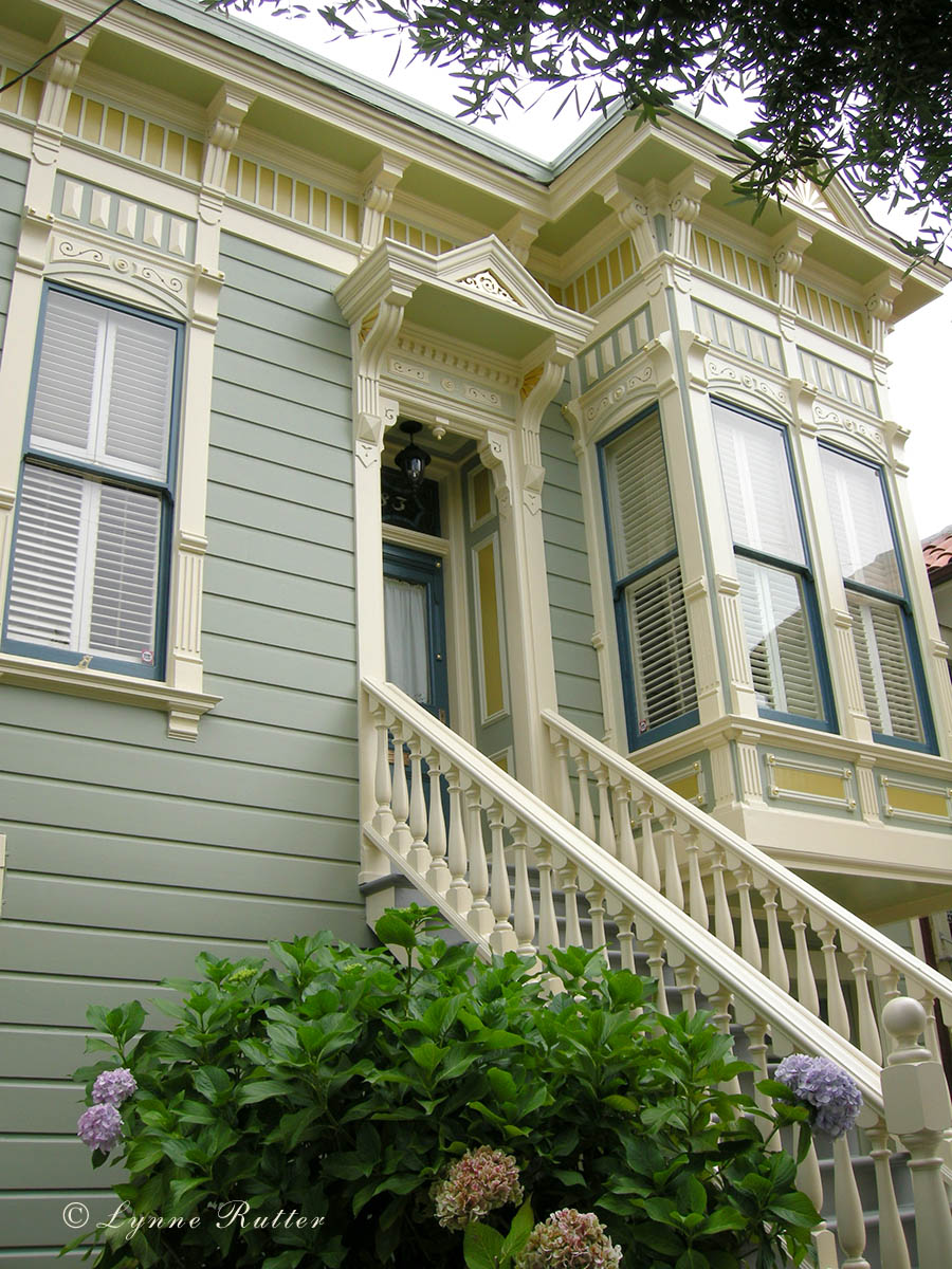 Awful Exterior Color Schemes Using Gray Wall and White Paint