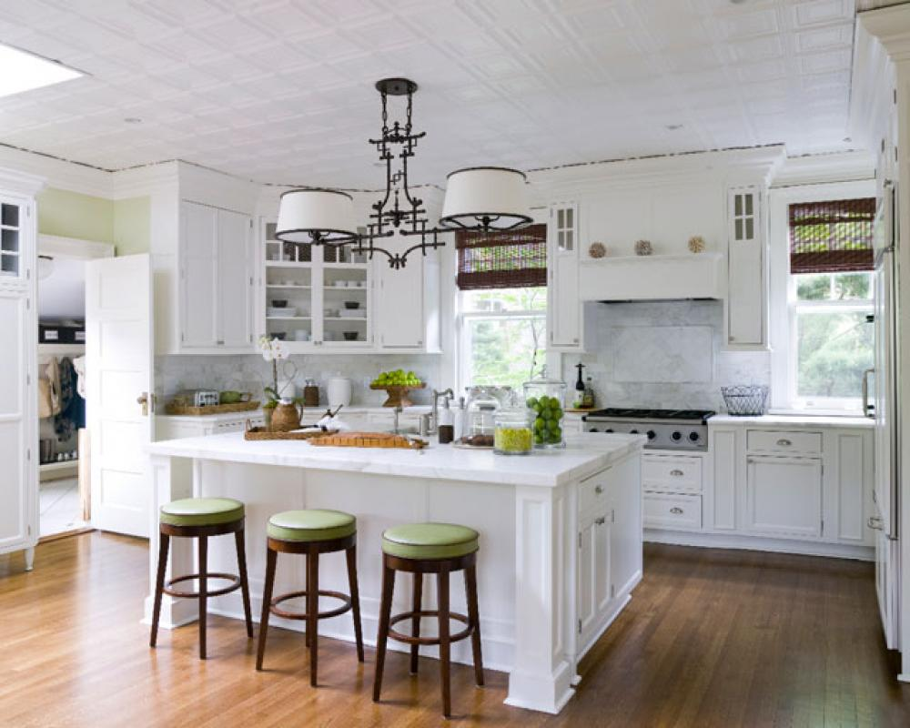 Attirant Bright White Kitchen Island And Round Stools Placed In Traditional Kitchen  With Classic Ceiling Lamps