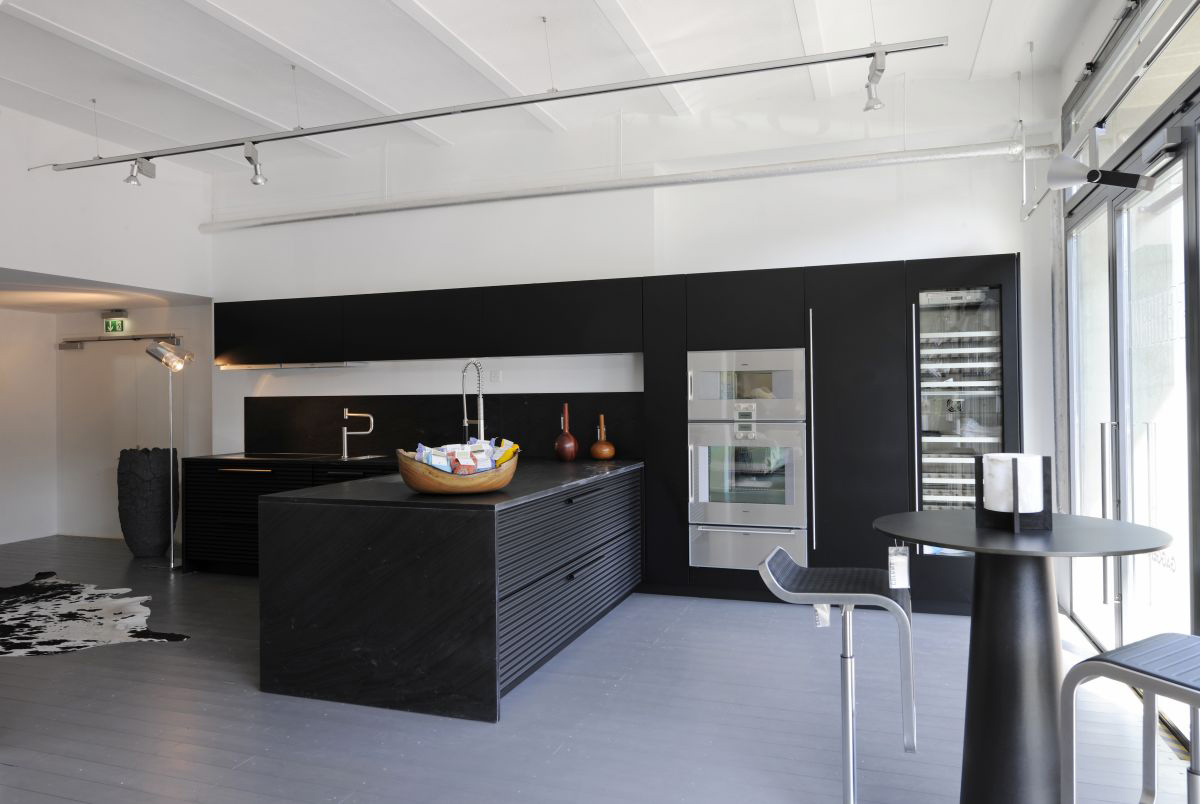 Brilliant Black And White Kitchen Design With Black Counter And Marble  Countertop Near High Round Table
