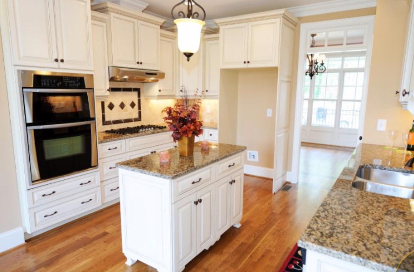 Kitchen cabinet makeover paint kitchen cabinets for for Spraying kitchen cabinets white