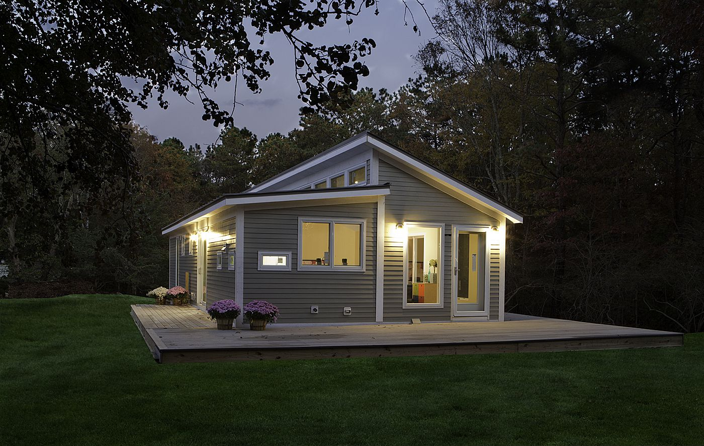 Incroyable Build The Small Prefab Homes With Grey Painted Wall And White Framed Glass  Windows