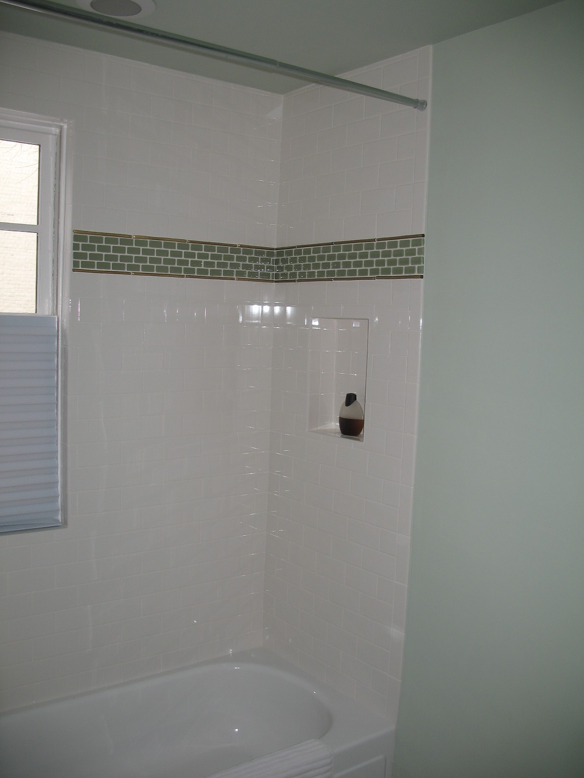 Charmant Choose White Subway Tile Shower And Planted Sink Above White Bathtub Inside  Small Bathroom