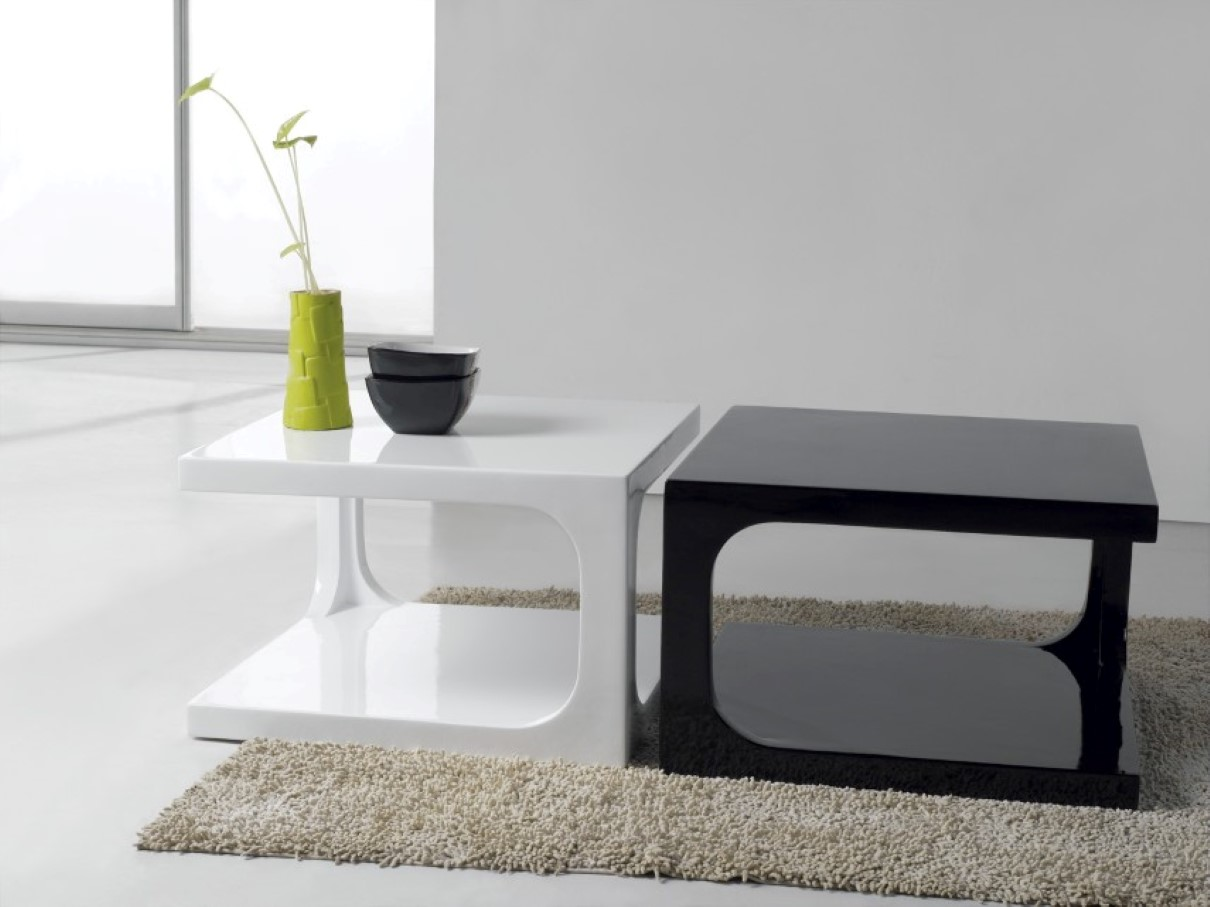 Merveilleux Combine Black And White Small Coffee Table For Modern Sitting Room With  Grey Carpet Rug