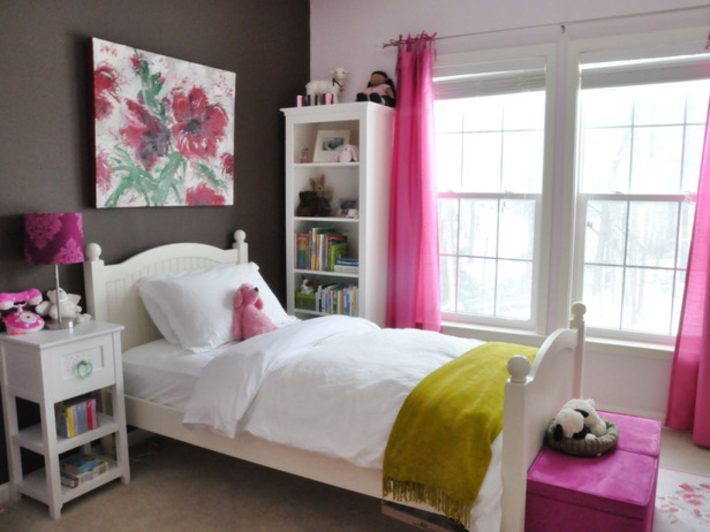 Combine Dark and White Wall for Old Fashioned Teen Room Decor with White Bed and Nightstand