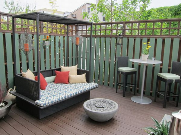 Comfortable Furniture Decor with High Fence and Streaky Wooden Floor