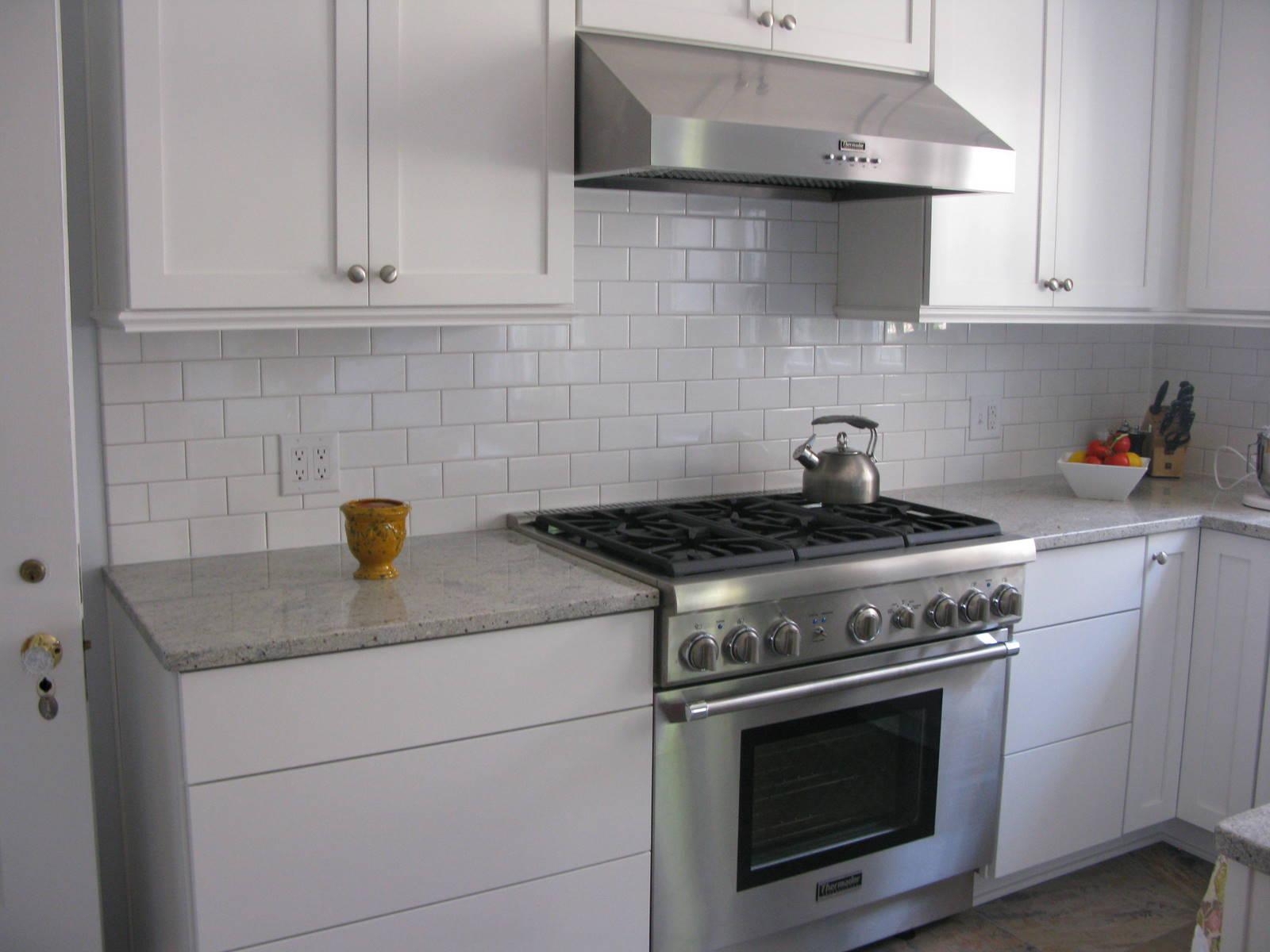 Complete Old Fashioned Kitchen with White Cabinets and Clean Kitchen Tile Backsplash near Grey Quartz Countertop
