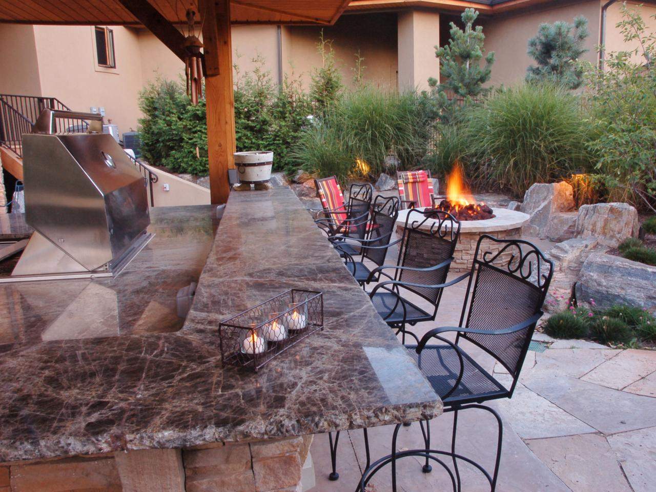 Outdoor fire pit ideas tips to build midcityeast for Outdoor kitchen bar plans