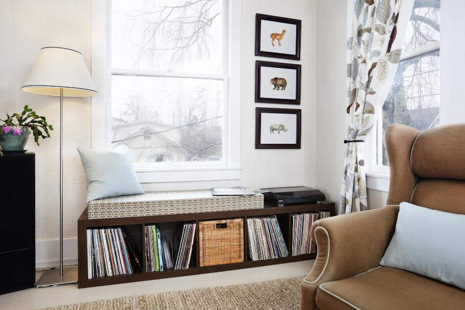 Complete Traditional Room with White Living Room Lamps and Wooden Bay Seat Window