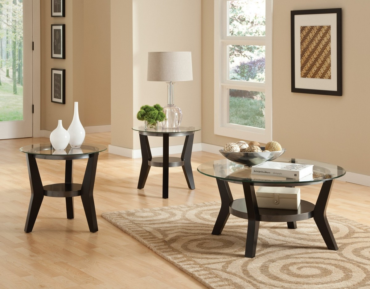 Decorate Round Glass Coffee Table with White Shaded Table Lamps and White Vases in Cozy Room