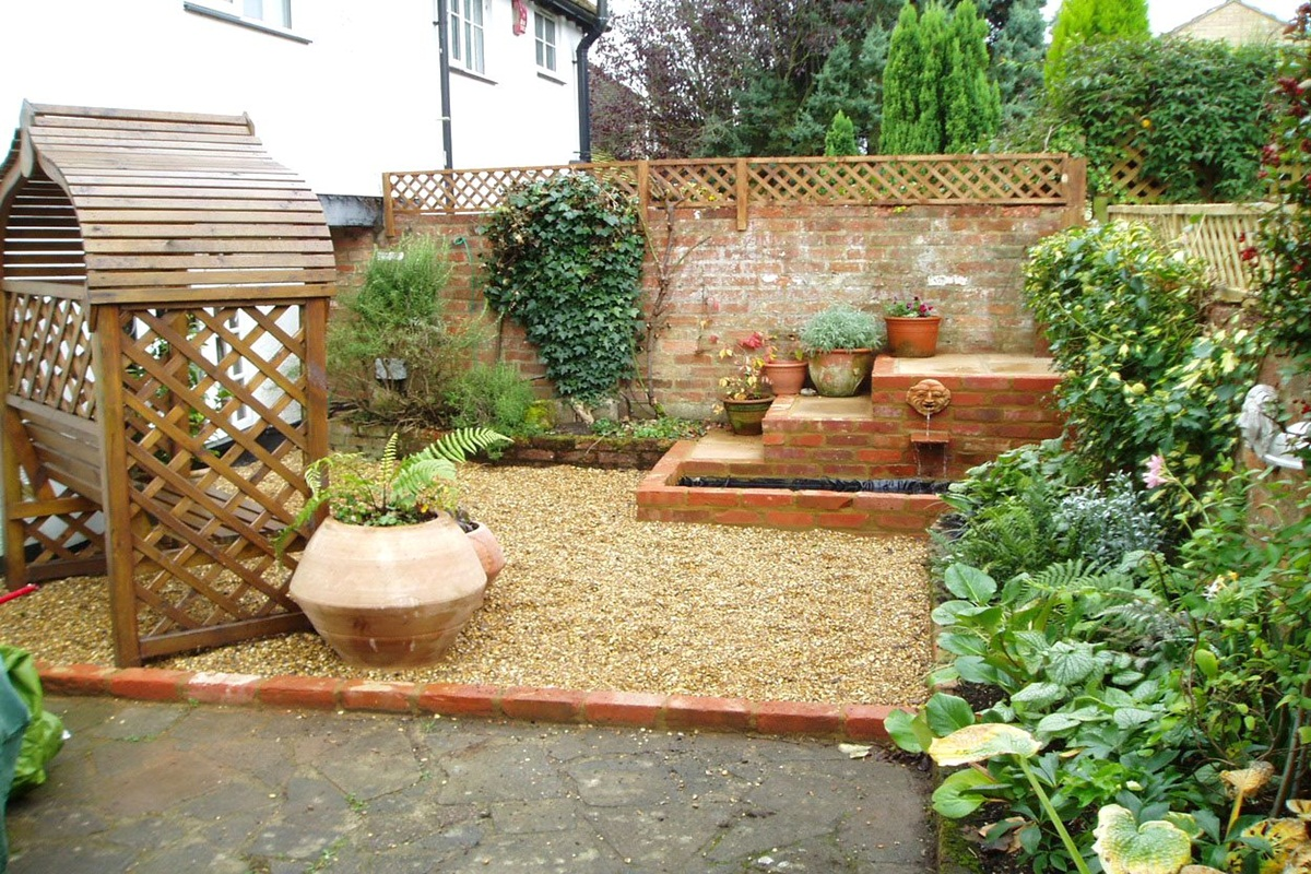 Some helpful small garden ideas for the diy project for for Patio designs for small gardens