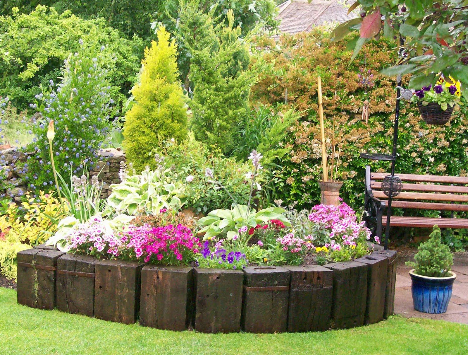 Create beautiful garden on your home with flower garden for Beautiful garden ideas
