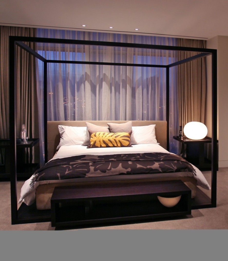 Design Small Room Queen Bed