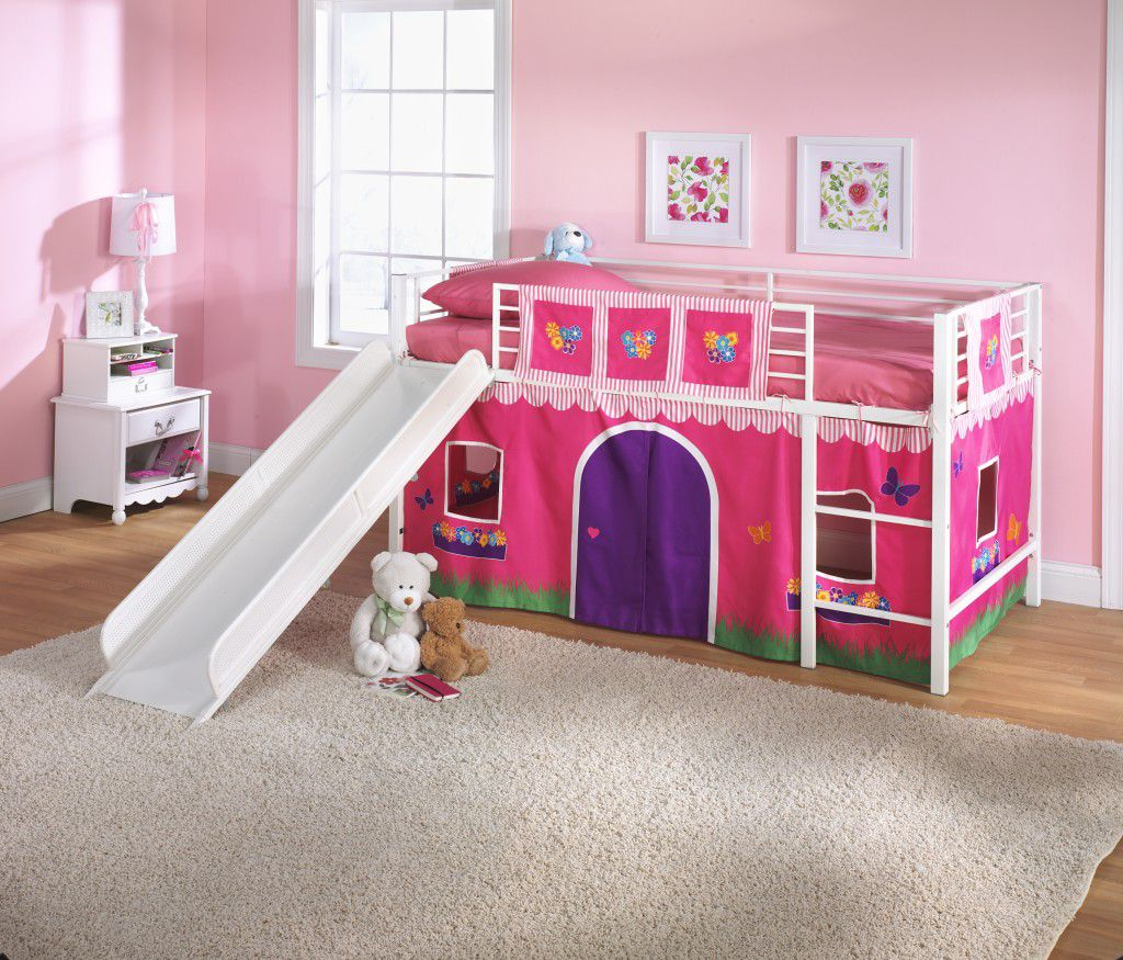 Girl Bunk Beds with Pink Wall Decoration