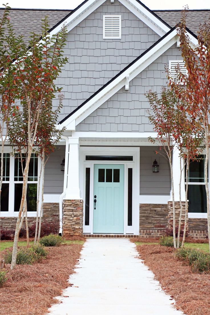 Grand Exterior House Using Grey and Natural Stone Wall Decor