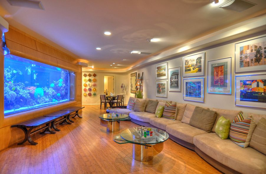 Impressive Great Aquarium in Big Living Room wiuth Cute Lamplight