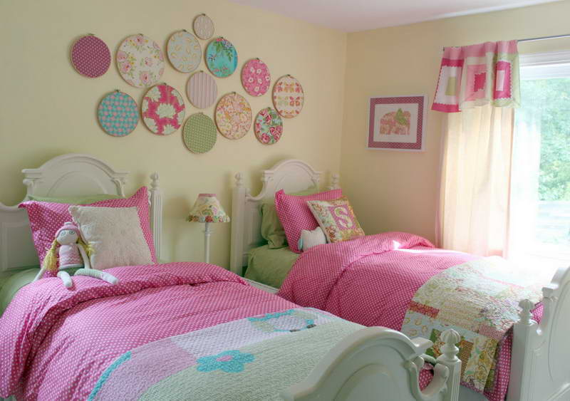 Install Round Wall Ornaments above White Beds for Traditional Girls Bedroom Decor with Small Table Lamp