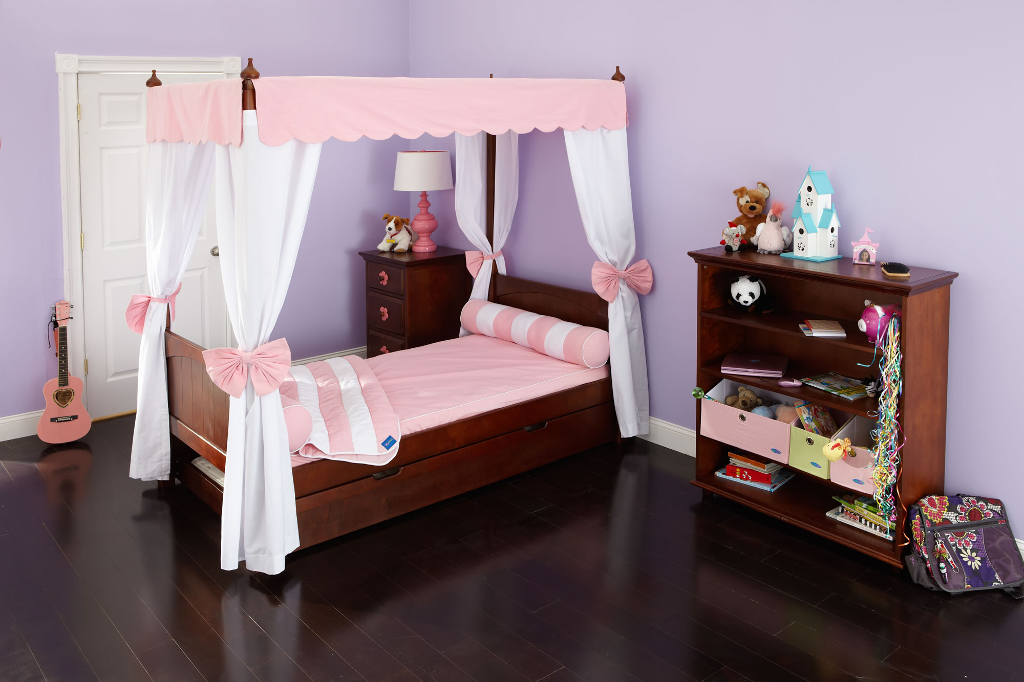 Choose The Right Canopy Bedroom Sets That Will Make Your