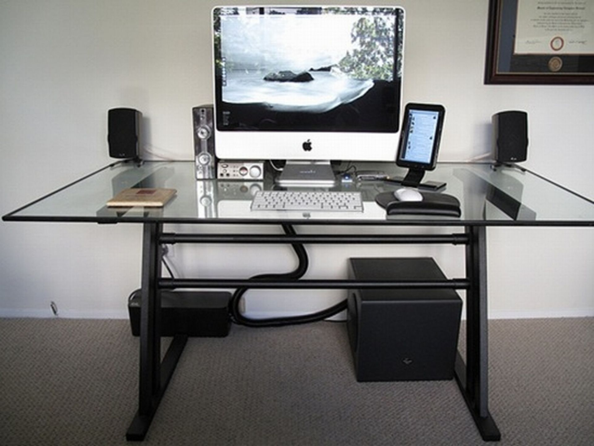 modern computer desk ideas on finding the right modern computer desk for your 13161