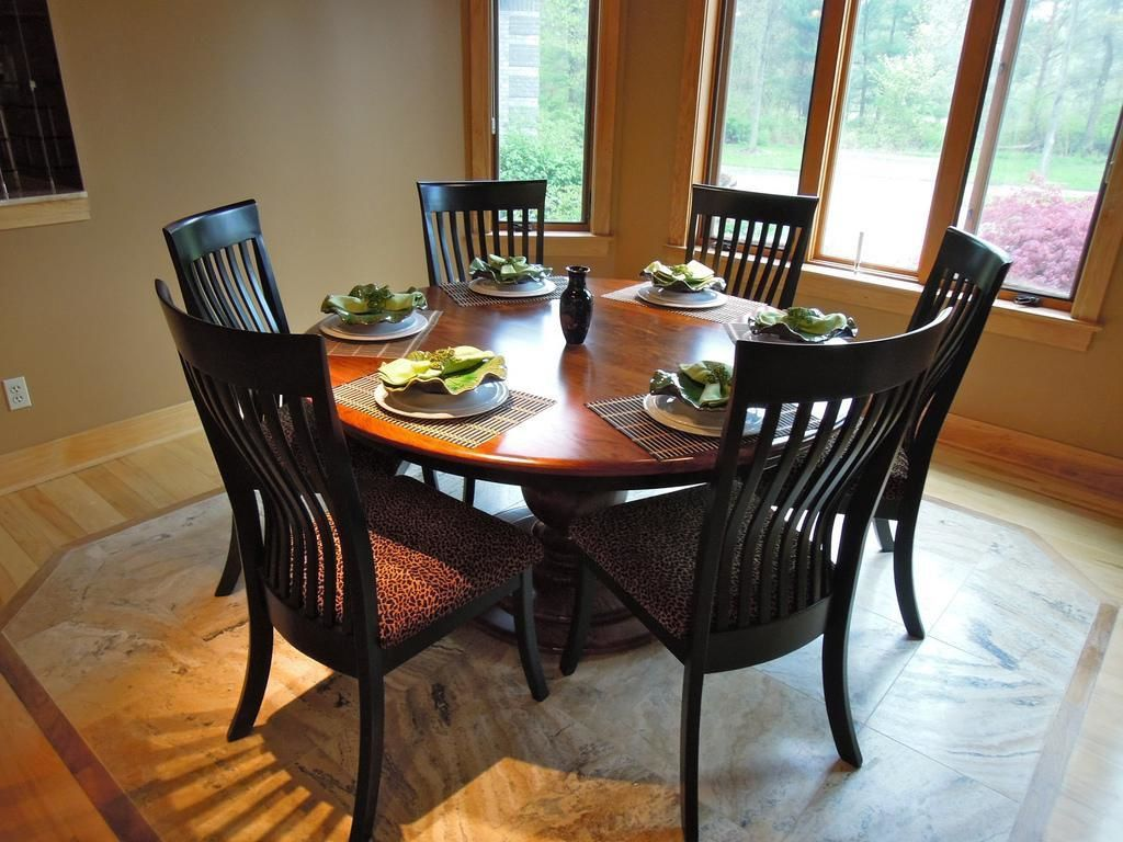 Choose round dining table for 6 midcityeast for Best dining room table for small space