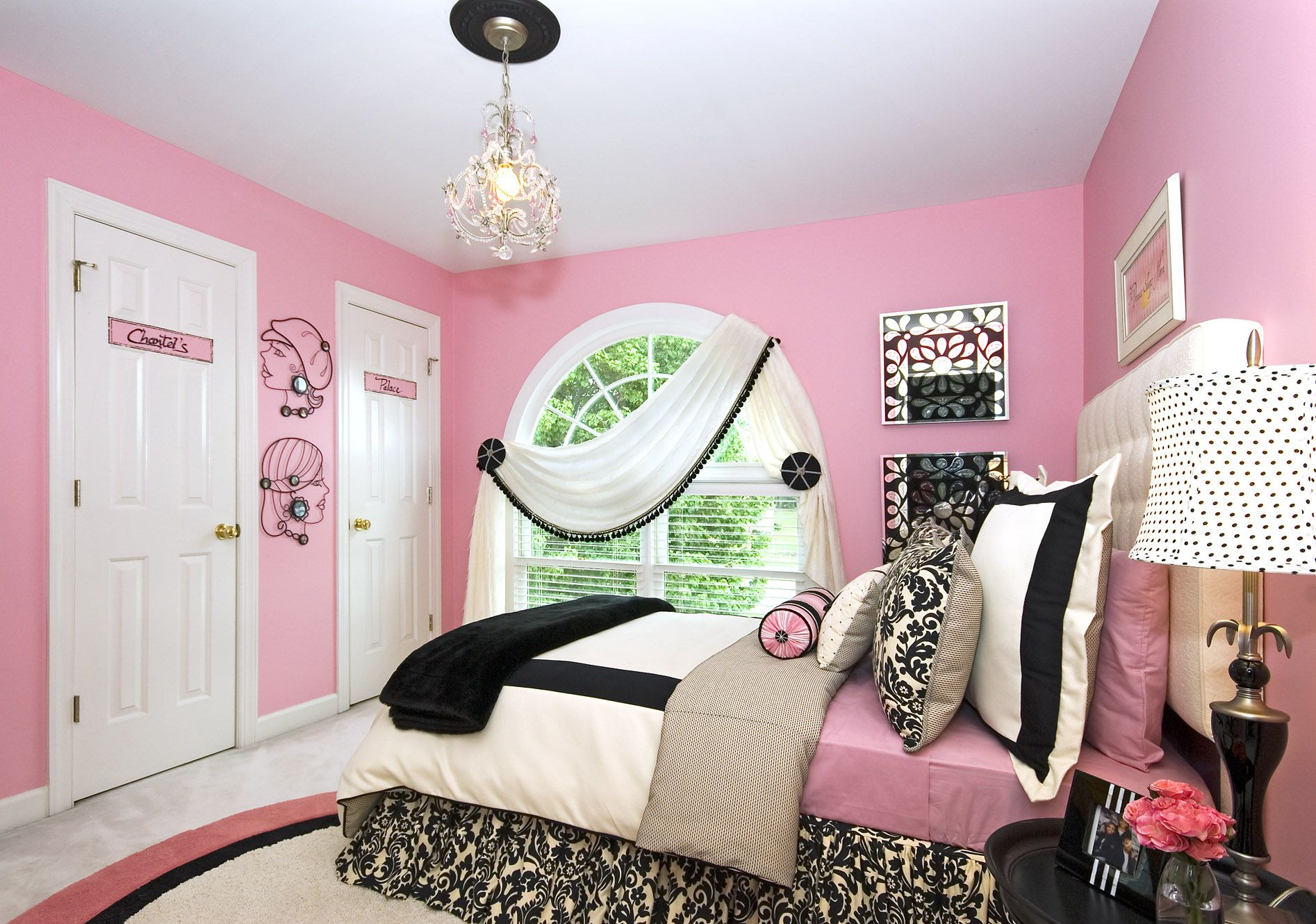 Bon Place Gorgeous Bed Inside Cute Girls Bedroom Decor With Black Nightstands  And Pink Painted Wall