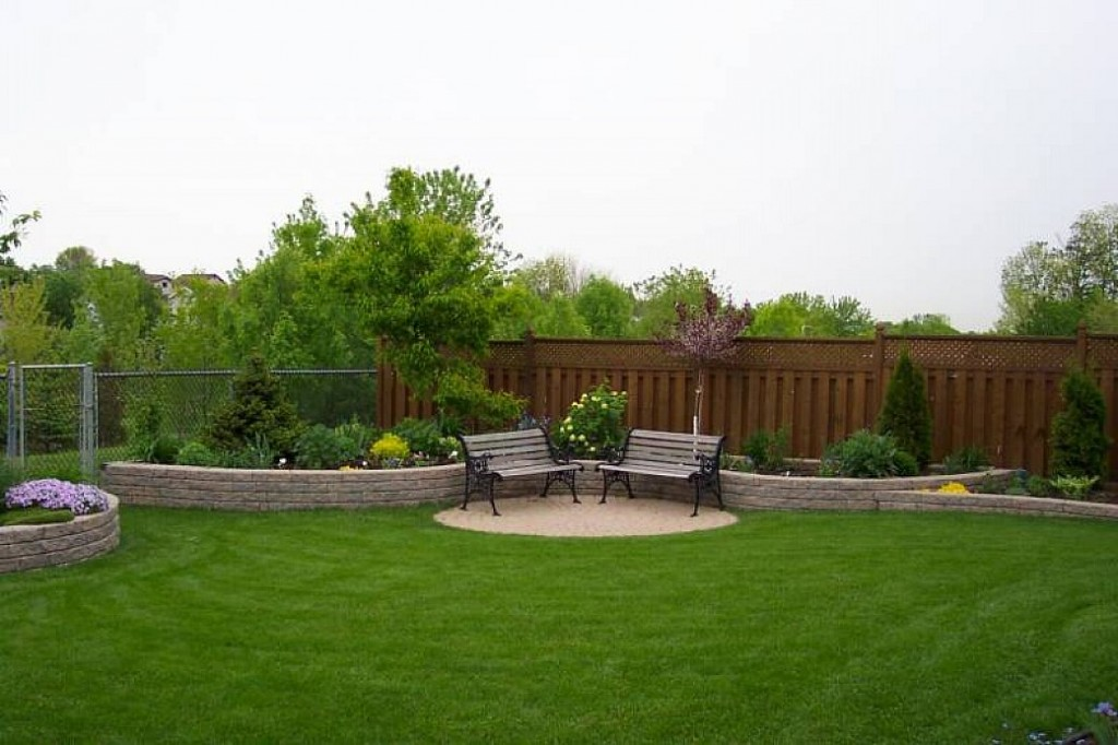 Backyard landscaping ideas for beginners and some factors for Garden design ideas short wide