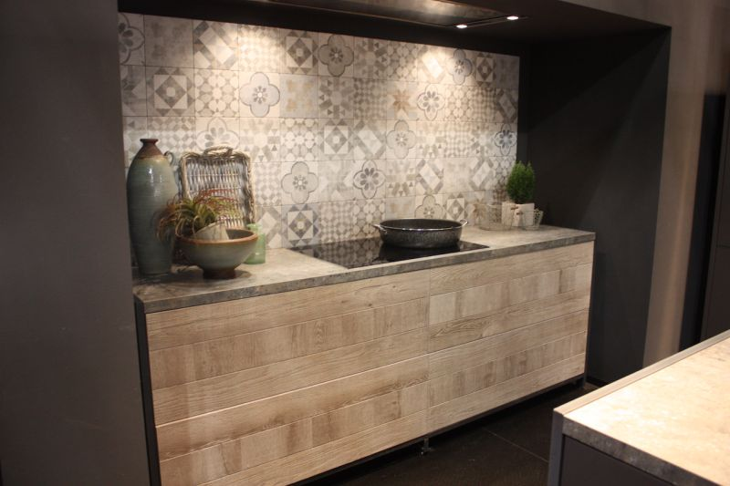 Preety Back Tile Wall for Wood Kitchen Cabinets with Chic Accessory Design Decor