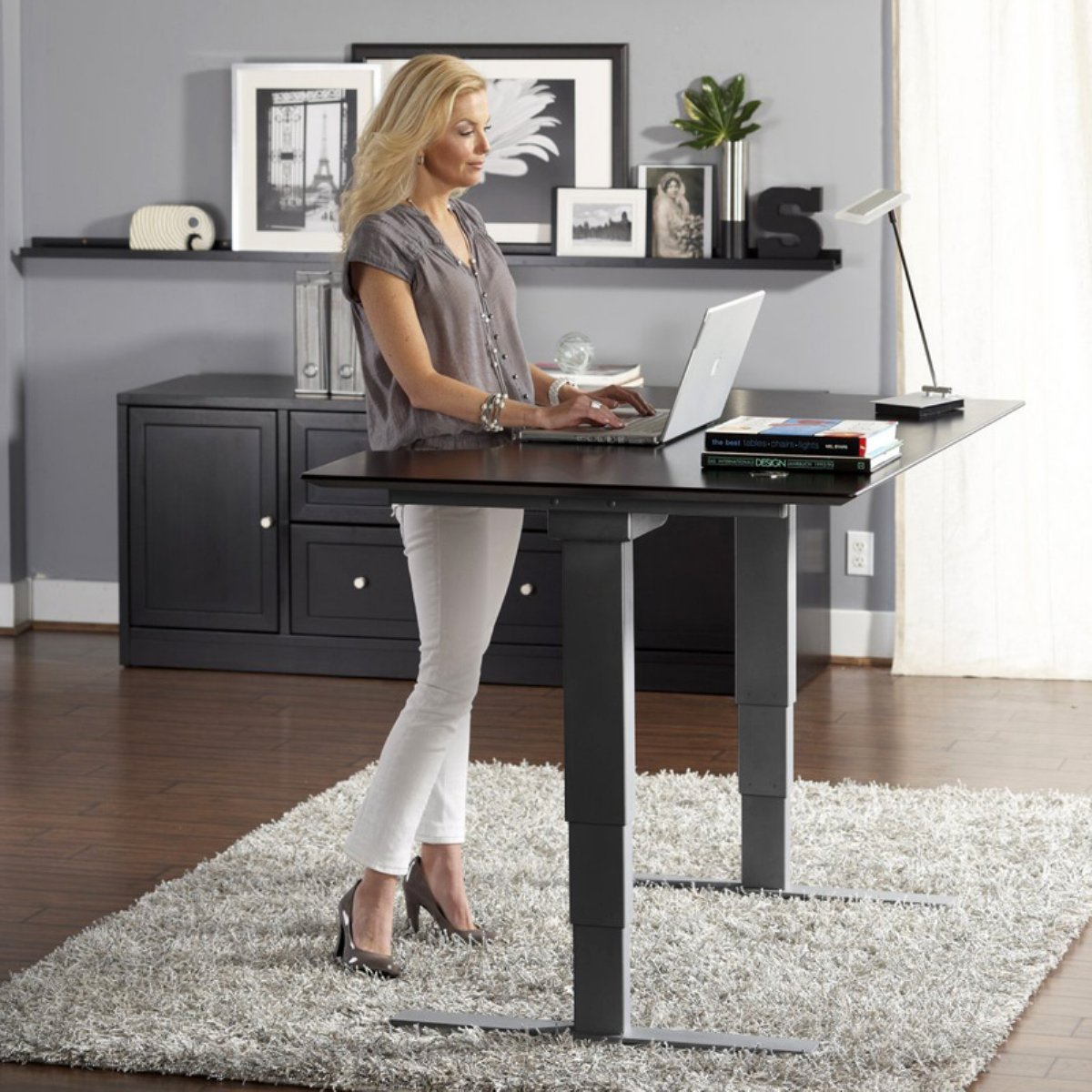 what to consider about the use of standing height adjustable desk for your office duties