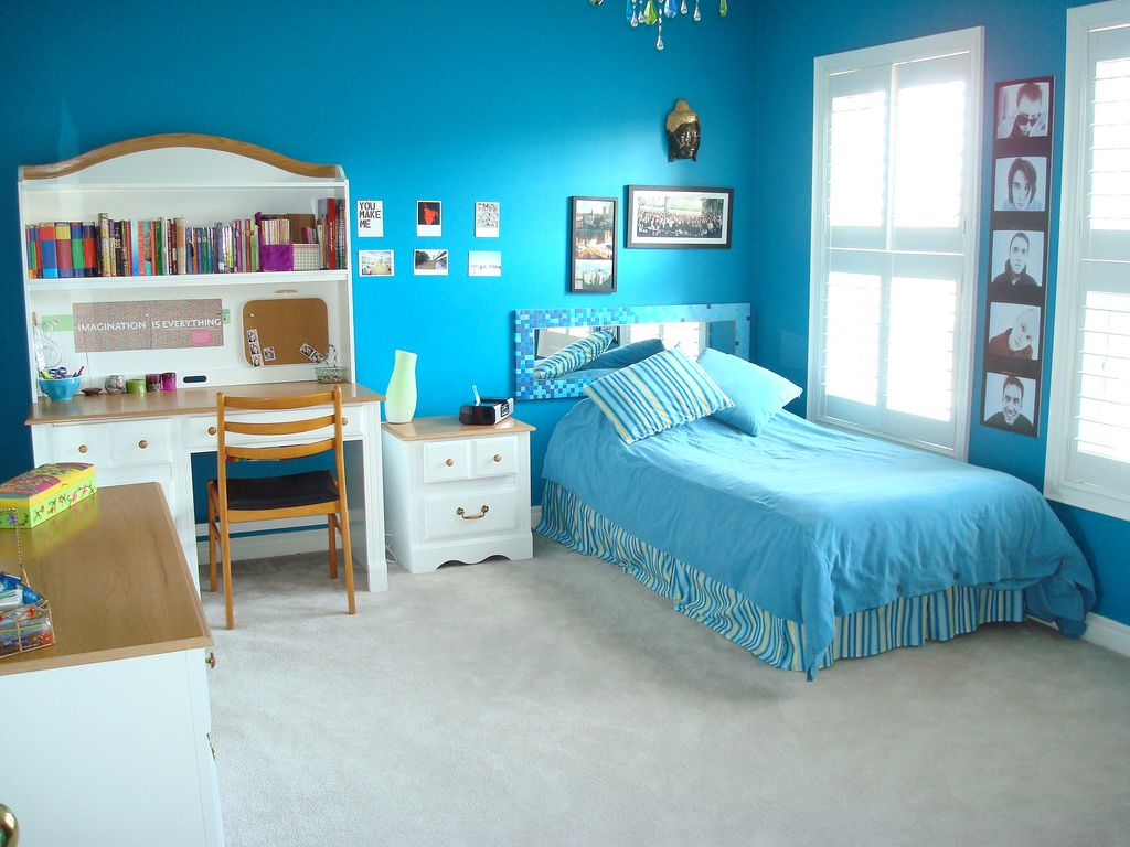 Use Blue Theme for Comfy Teenage Girl Room Ideas with Blue Bed and White Nightstand near Study Table