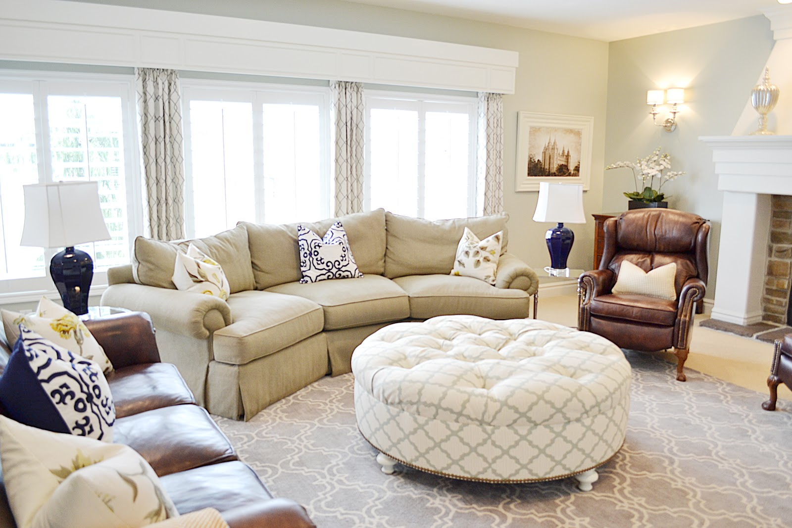 Bon Wide Round Tufted Ottoman And Pottery Barn Sofa On Grey Carpet In Cozy  Living Room