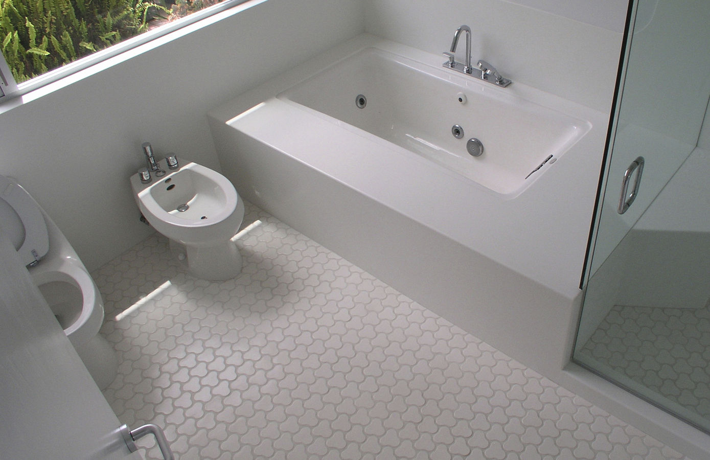 Charmant Wonderful Bathroom Using Appealing Bathroom Floor Tile Under White Bathtub  And Closed Glass Shower Space