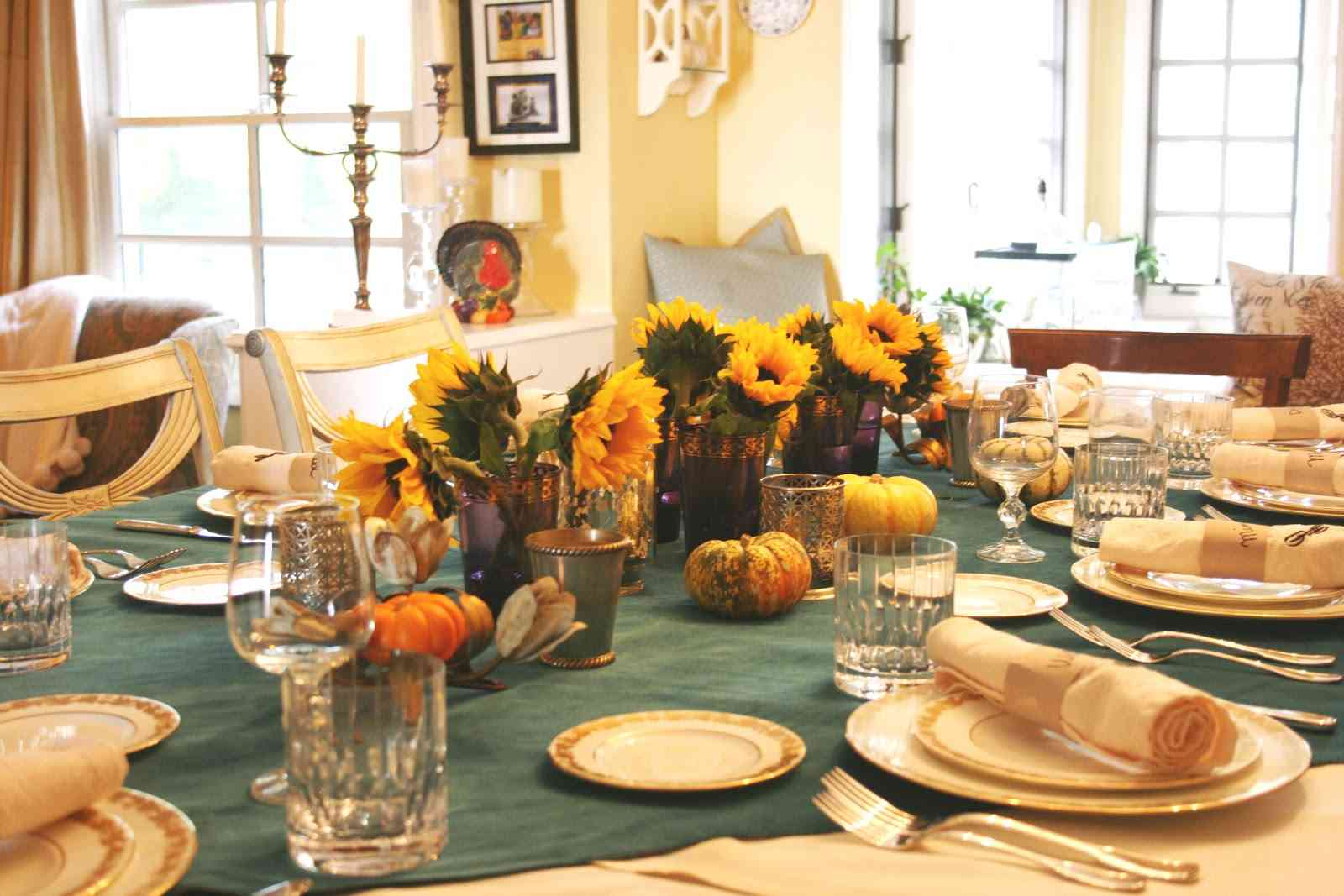 How to make dining table d cor for round table shape - Thanksgiving dinner table decorations ...