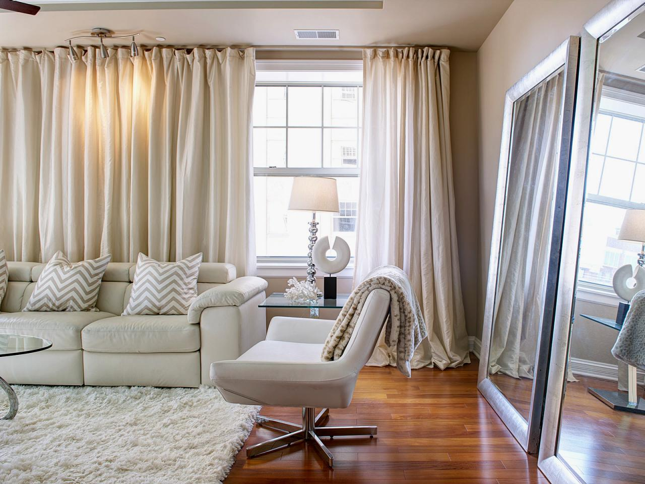 Curtain designs living room - Amusing Design Of The Living Room Drapes With White Rugs And White Sofa Added With Brown