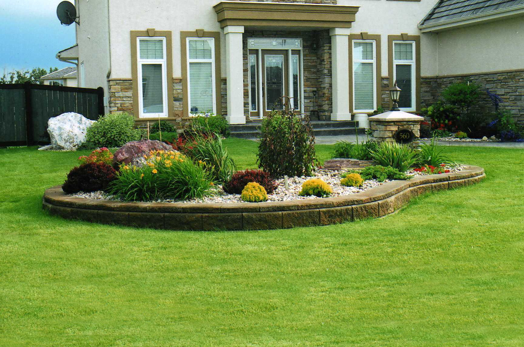 Astonishing Design Of The Green Grass Open Wide Areas With Brown Little Fences Ideas With Flower Bed Ideas