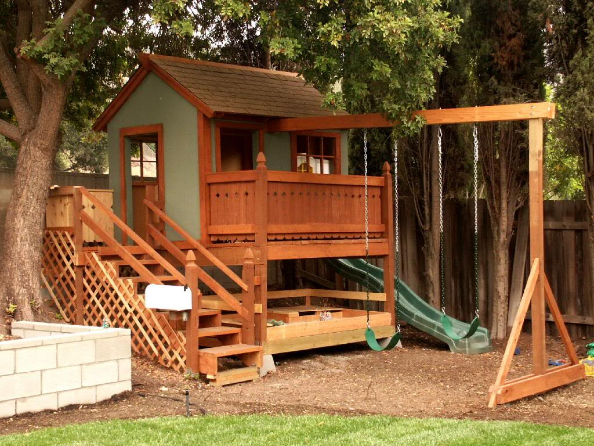 Awesome Vintage House between High Trees and Wooden Fence inside Diy Backyard Ideas