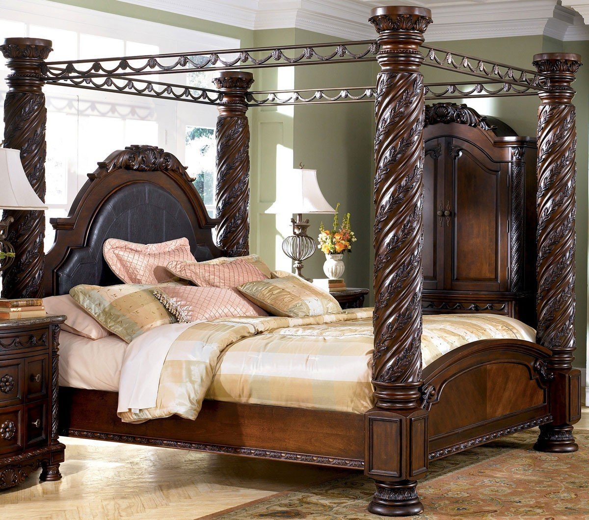 Beautiful Furniture For Decorating Bedroom Using Unique Black Canopy and Dresser