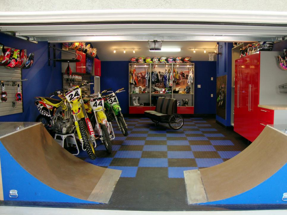 Beautiful Beautiful Interior Man Cave Garage With Lush Wall And Floor Style