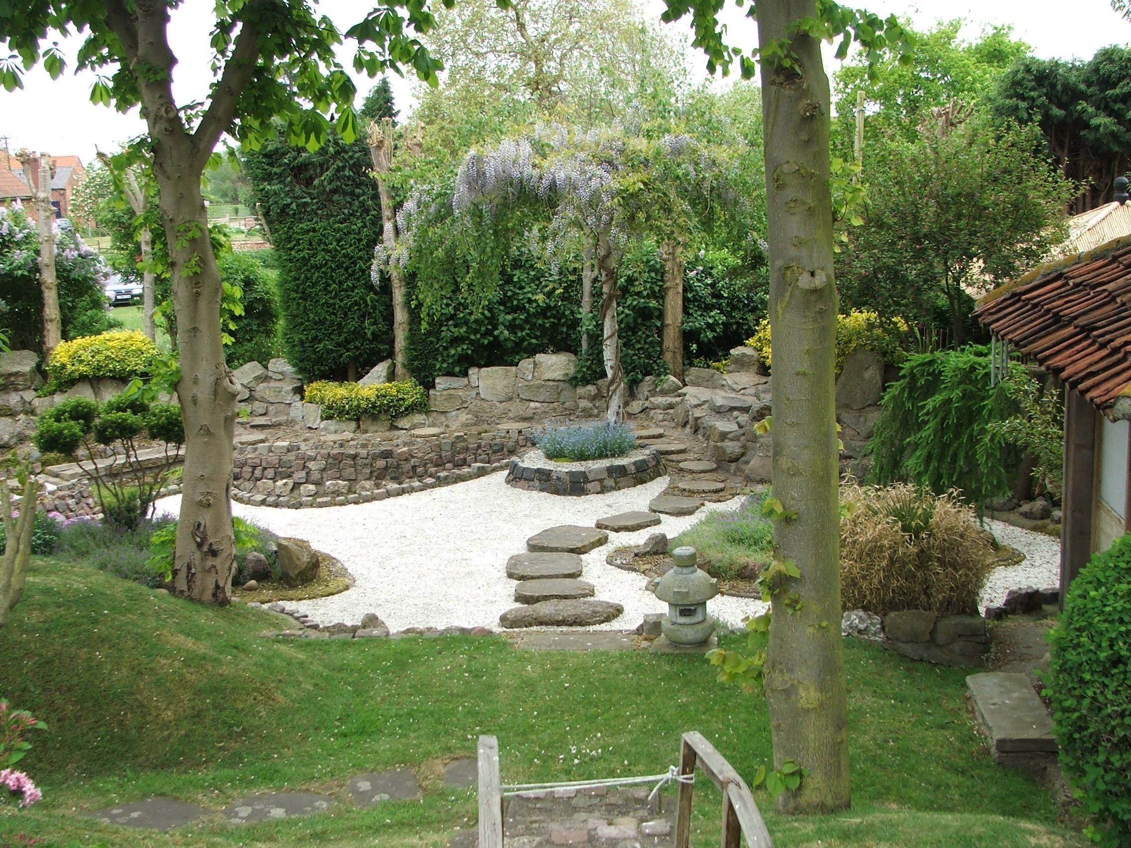 Beautious Garden Design Ideas With Stone Path and Trees Decor