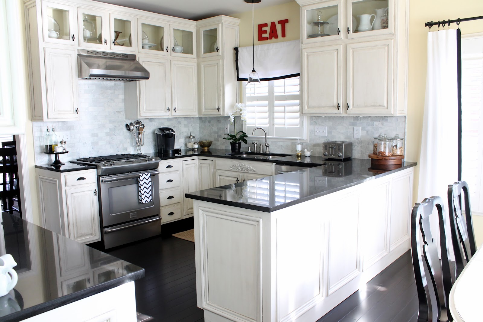 Enchanting Kitchen With White Cabinets Artmakehome