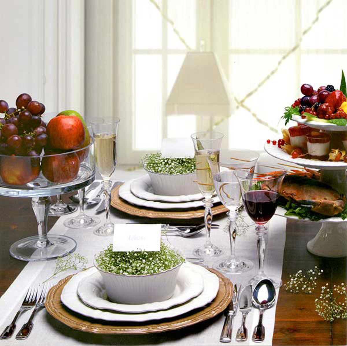 Cozy Design Of The White Napkins And Brown Woodn Table As Well As The Ideas Of The Dining Table Decor