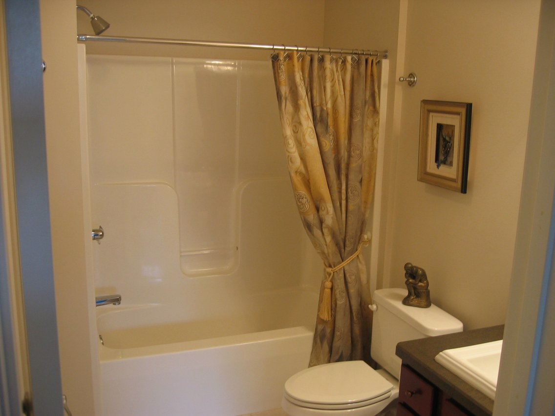 Basement bathroom ideas for attractive looking interior for Bathroom ideas for small areas