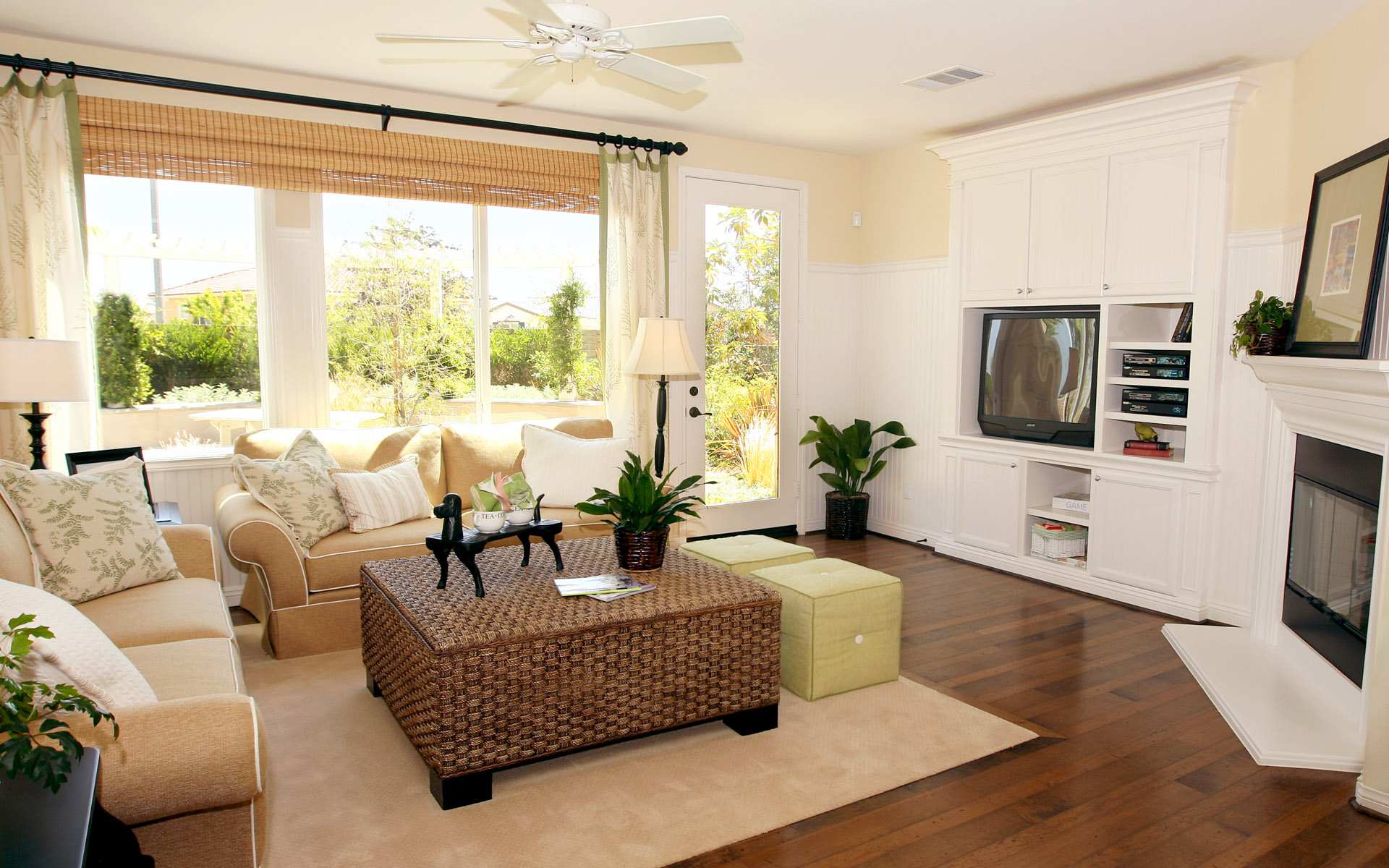 Grand Living Space Decor Using Beige Sofa And Coffee Table