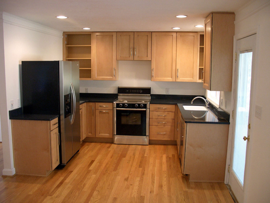 Perfect Interior Kitchen Design Layout With U Shape Wooden Cabinet and Dark Countertop