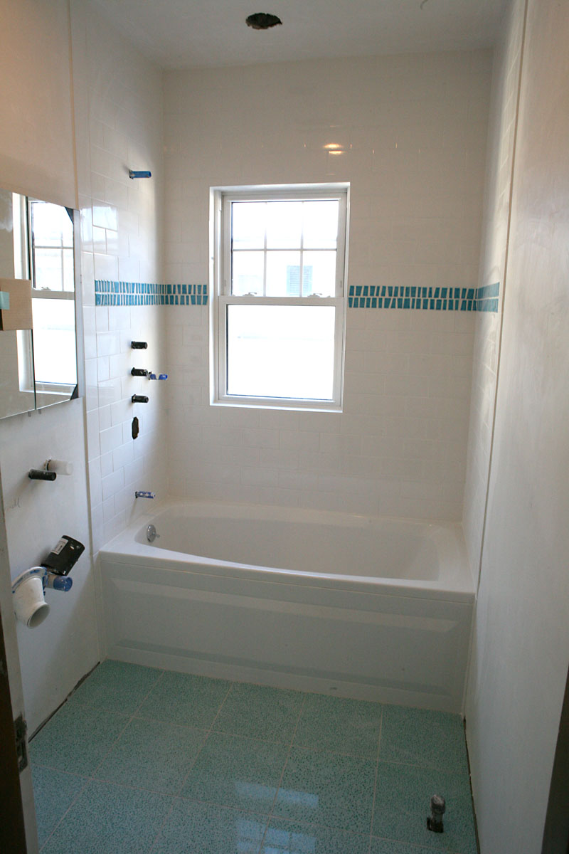 What you should do in remodeling small bathroom midcityeast for Bathrooms for small areas