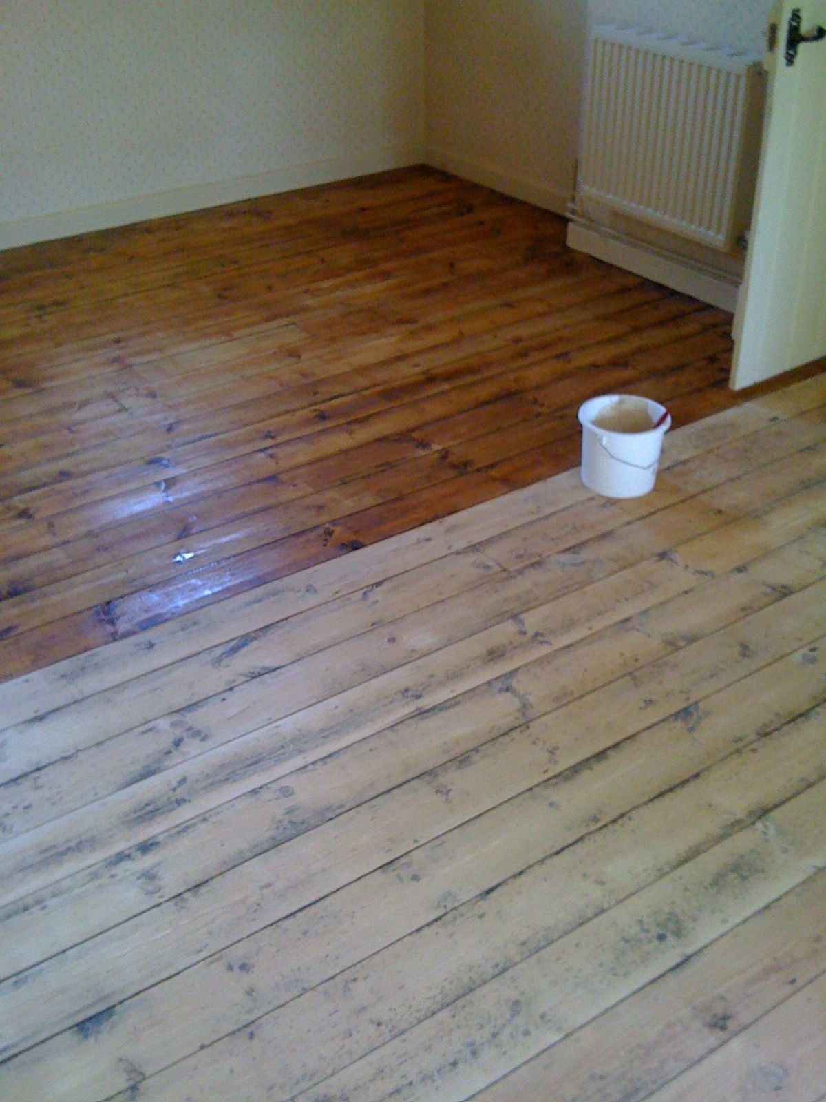Stunning Design Of The Brown Wooden Laminating Floor Added With Young Brown Floor At Other Parts