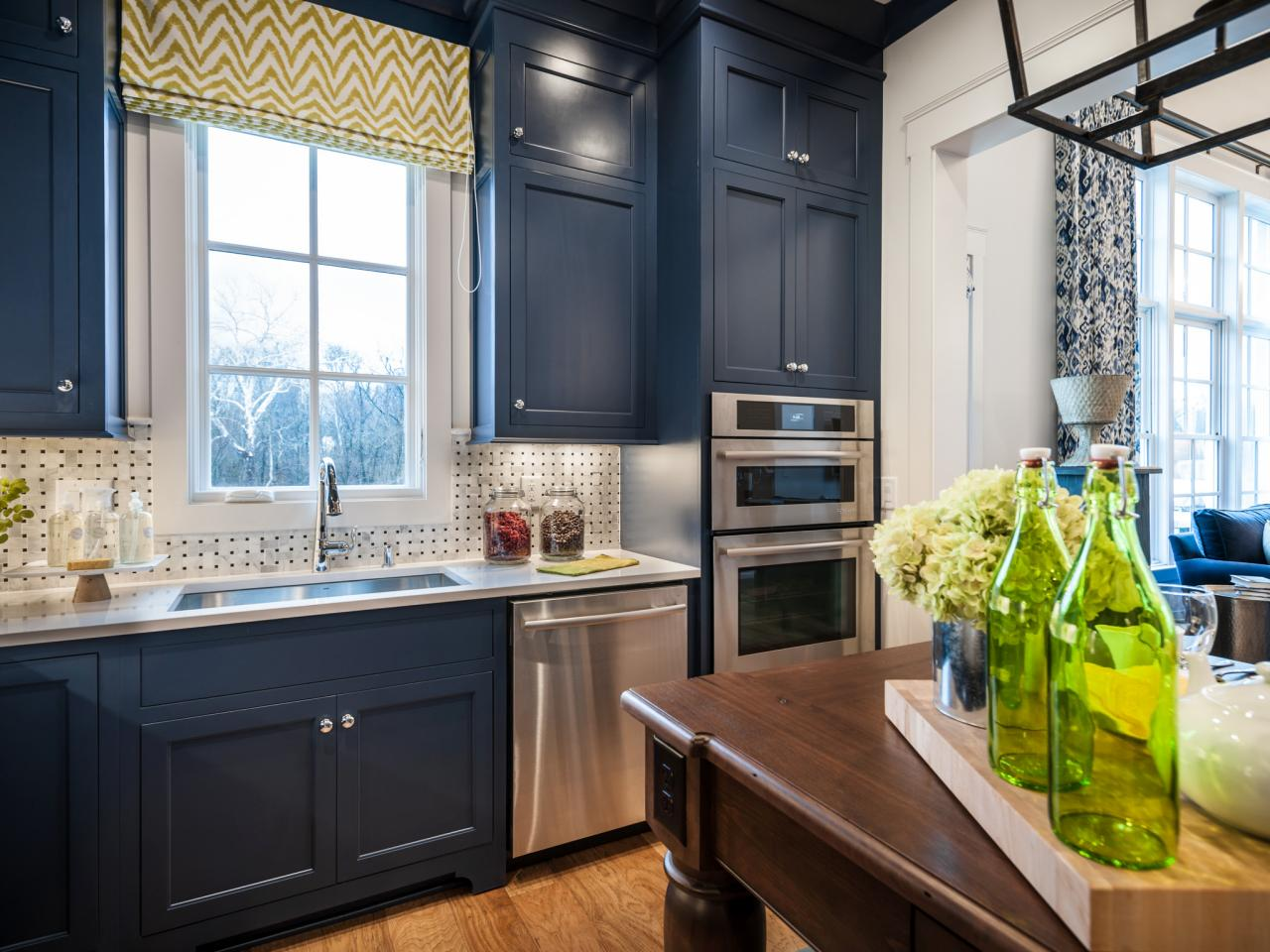 Paint it blue combining colour ideas for your simple for Dark blue kitchen cabinets