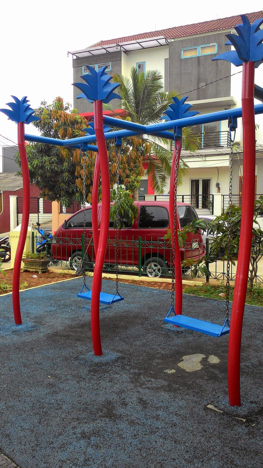 Unique Foundation Swings used Two Type Color in Garden For Kids