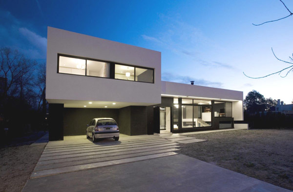 Wonderful Exterior Modern Style Homes With Spacious Garage and Front Yard