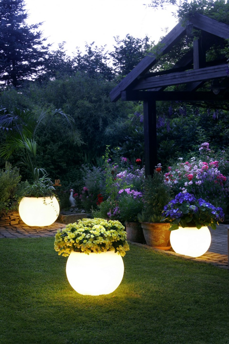 Wonderful Garden Ideas with White Flowers On Shine Planter and Green Grass