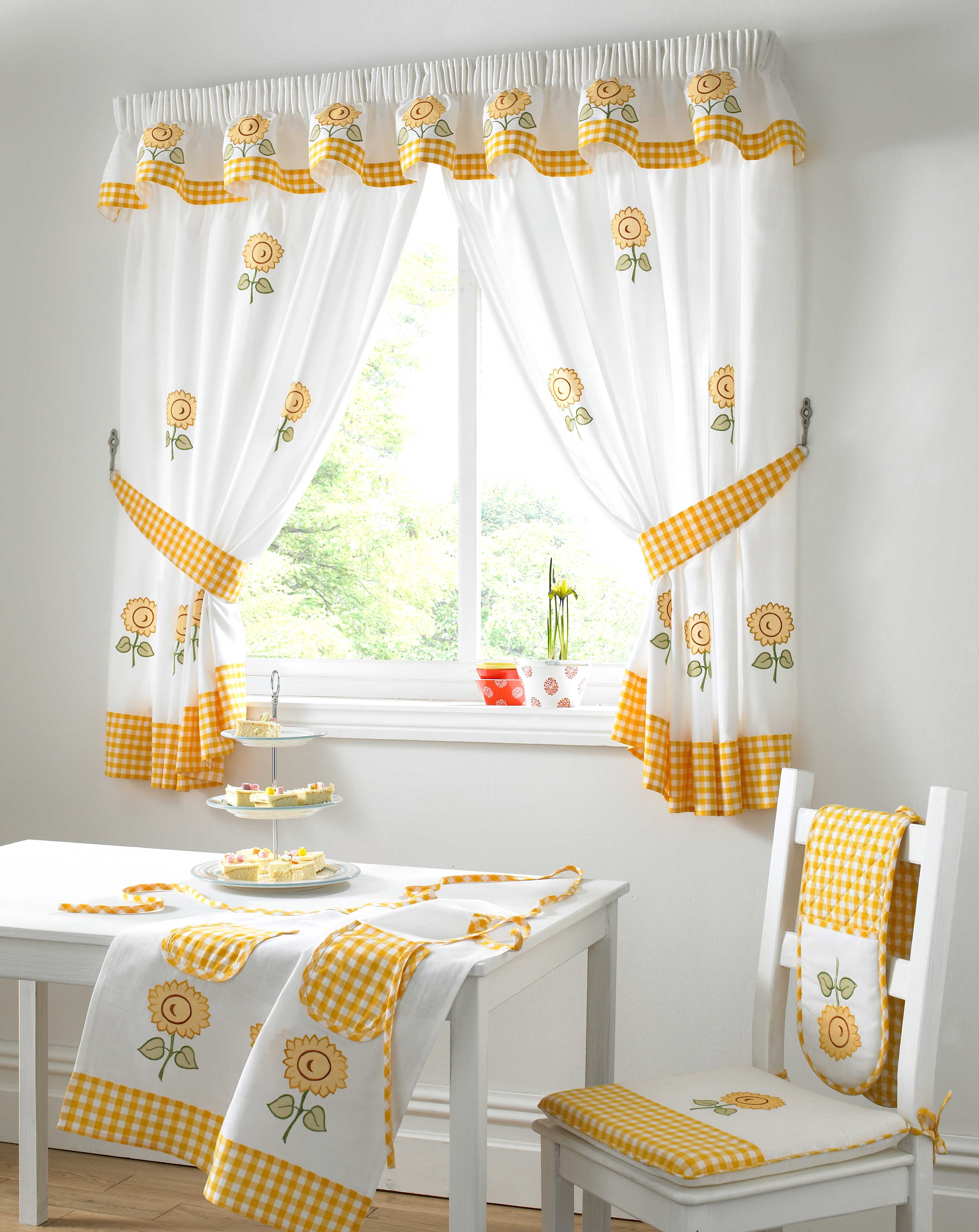 Choose Curtains For Small Windows
