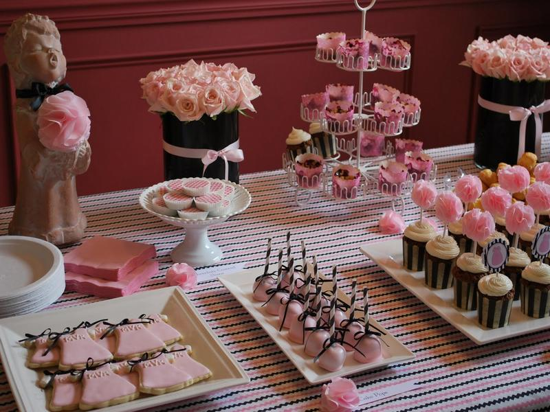 Amazing Design Of The Table Decoration Ideas With So Many Cup Cakes Ideas With Pink Napkins Ideas